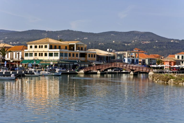 h-polh-ths-leykadas-island-and-city-of-lefkada-at-ionio-greece-120-